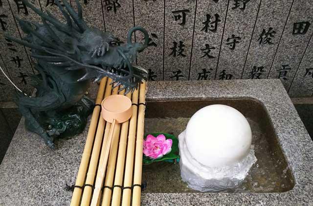 露天神社・難転石