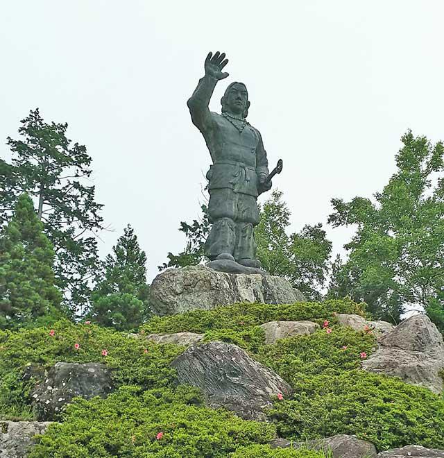 ヤマトタケルの像