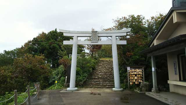 彌彦神社奥宮への道