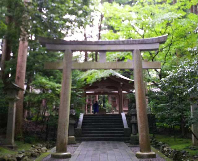 彌彦神社の摂社と末社